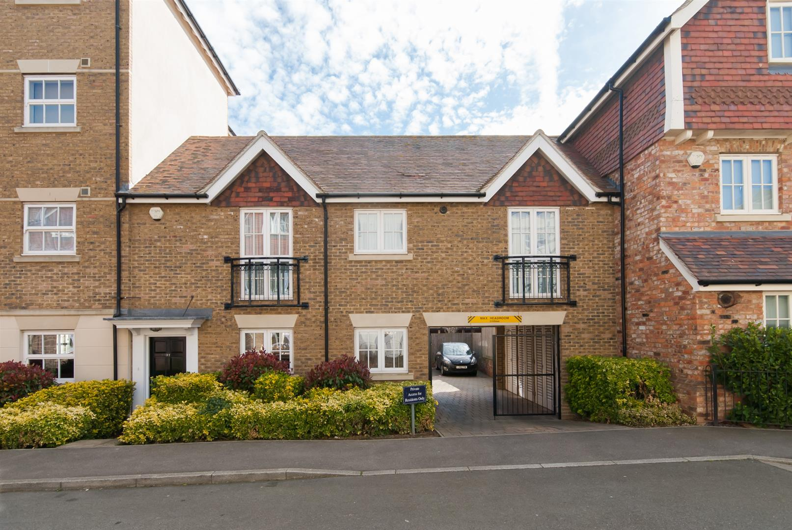2 Bedrooms Maisonette Flat for sale in St. Augustines Park, Westgate-On-Sea